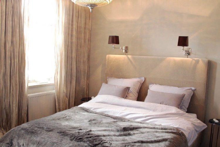 Hohes-Kopfteil-Bett