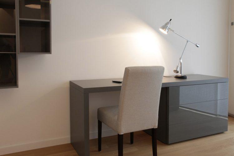 Schreibtisch-mit-Lack-Kommode