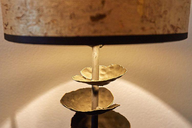 Tischleuchte-mit-Blattgold