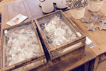 Decor & Design München, Sale Rattanaccessoires Riviera Maison